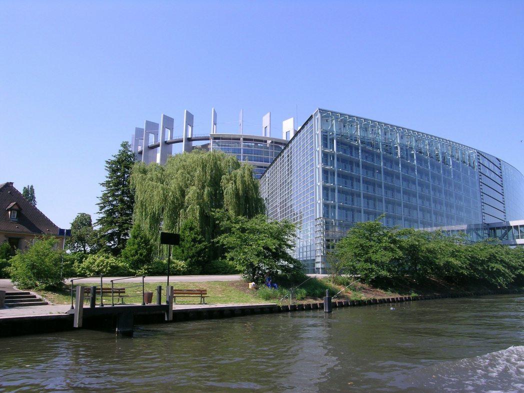Journalisten verklagen Europaparlament